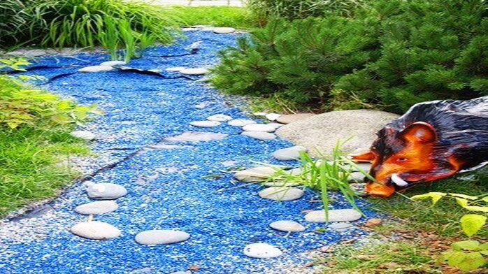 Декоративный цветной щебень для ландшафтного дизайна от мастерской ландшафта Art Lands купить и декоративный ручей из щебня