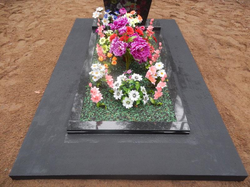 благоустройство могил фото, обустройство могил фото, где купить щебень для кладбища, цветной декоративный щебень для могил купить, проч7