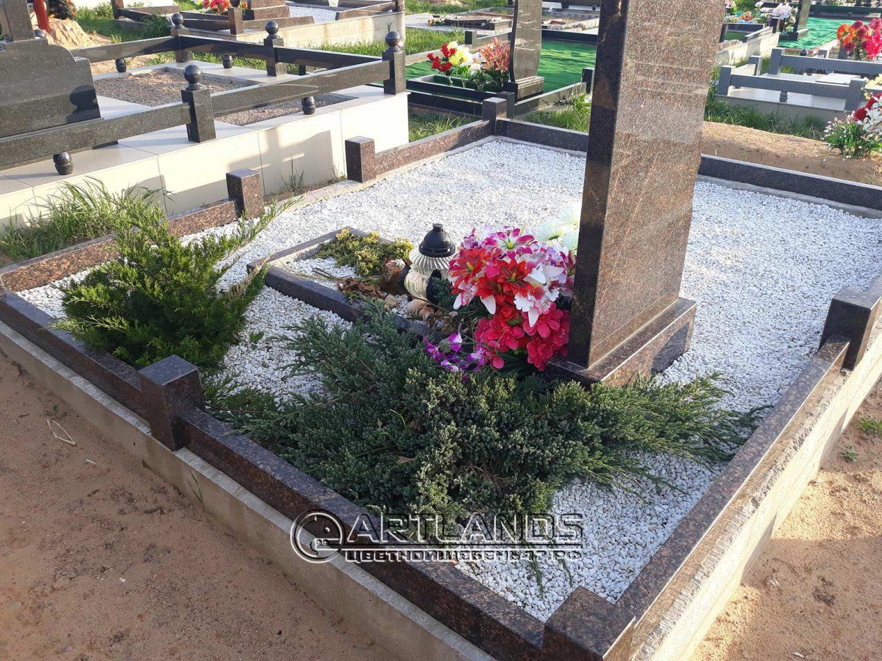обустроить могилу декоративной крошкой