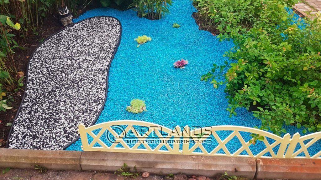 цветной декоративный щебень купить в спб, как украсить клумбу, идеи для сада и огорода своими руками фото, каменный ковер спб 177