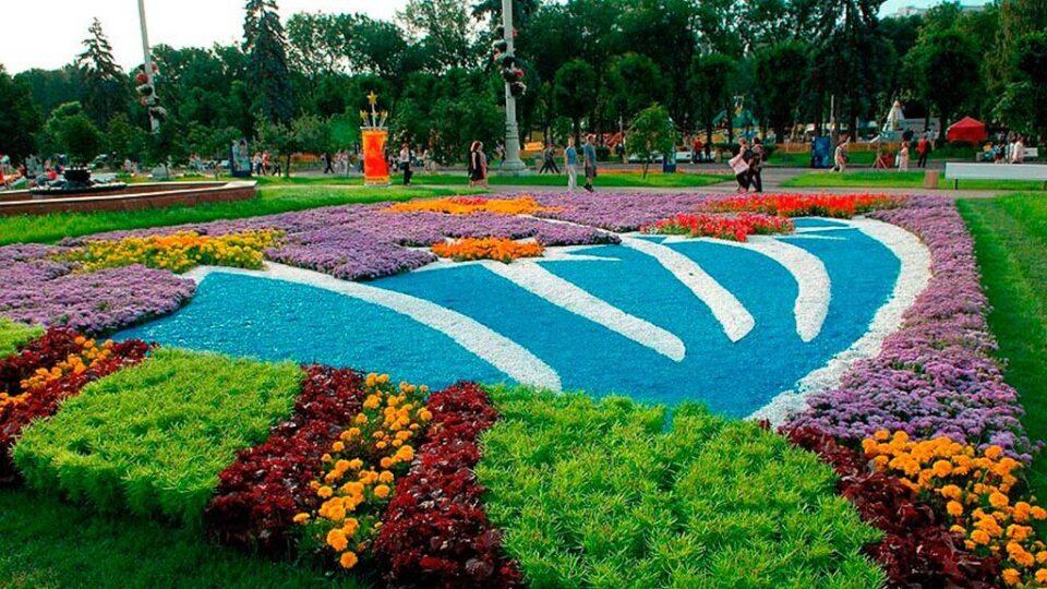городские клумбы фото, городские цветники, цветной декоративный щебень купить в спб, как украсить клумбу, идеи для сада и огорода своими руками фото, мун, в 363