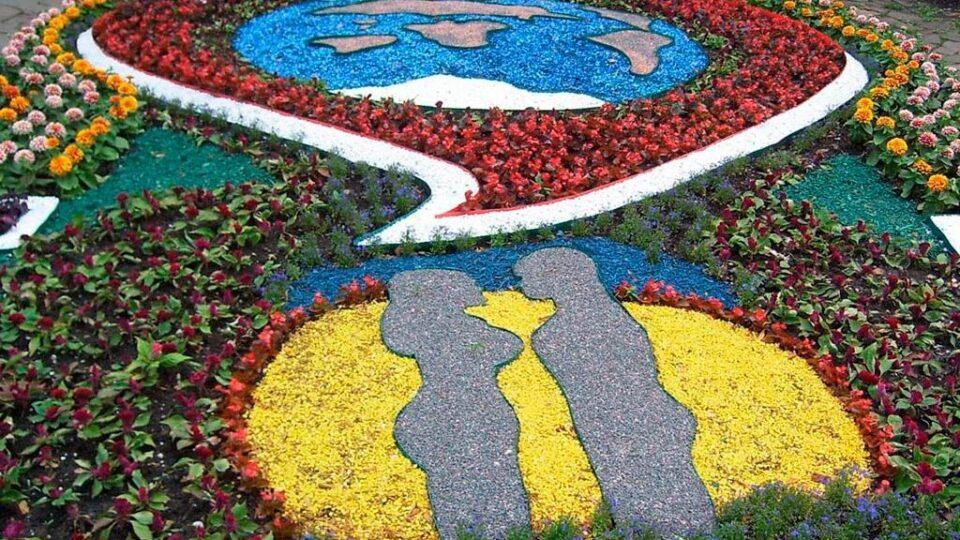 городские клумбы фото, городские цветники, цветной декоративный щебень купить в спб, как украсить клумбу, идеи для сада и огорода своими руками фото, 450