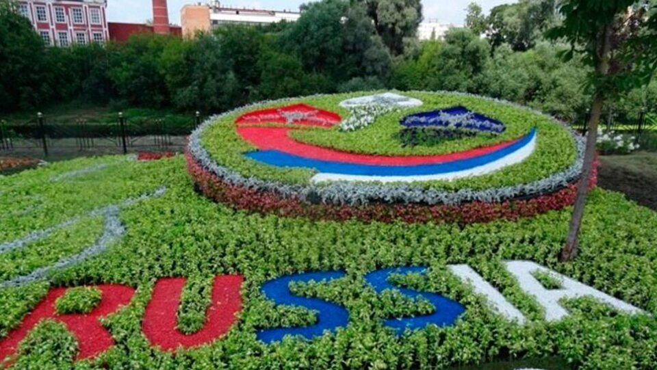 городские клумбы фото, городские цветники, цветной декоративный щебень купить в спб, как украсить клумбу, идеи для сада и огорода своими руками фото, 452