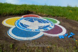 цветной декоративный щебень купить в спб, каменный ковер спб, фестиваль молодежи эмблема 15