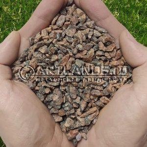 Чистая и сухая красная гранитная крошка фр 5-10мм для каменного ковра (гранитный щебень в мешках)