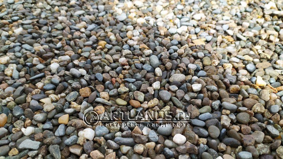 каменный ковёр из кавказской серой гальки 1