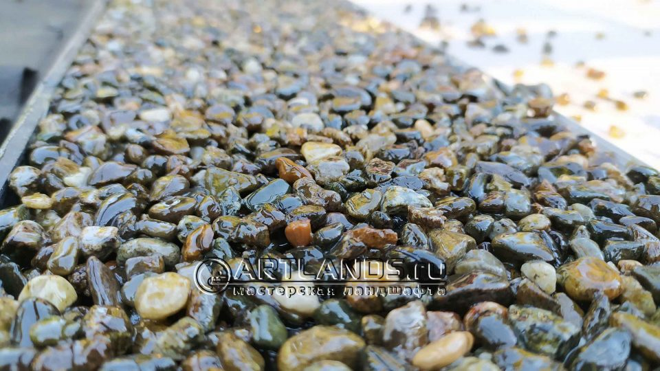 каменный ковёр из кавказской серой гальки 2