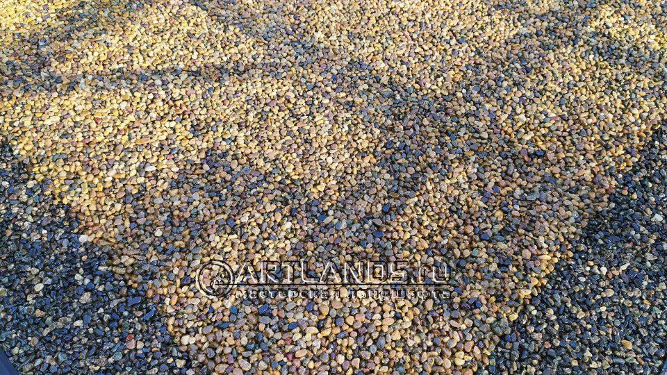 каменный ковёр из кавказской жёлтой и серой гальки21