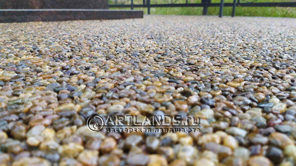 каменный ковёр из кавказской жёлтой и серой гальки22