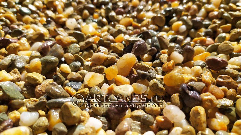 каменный ковёр из кавказской жёлтой и серой гальки24