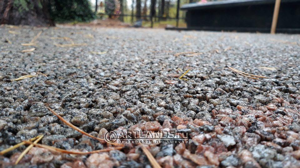каменный ковёр из серой гранитной крошки 1