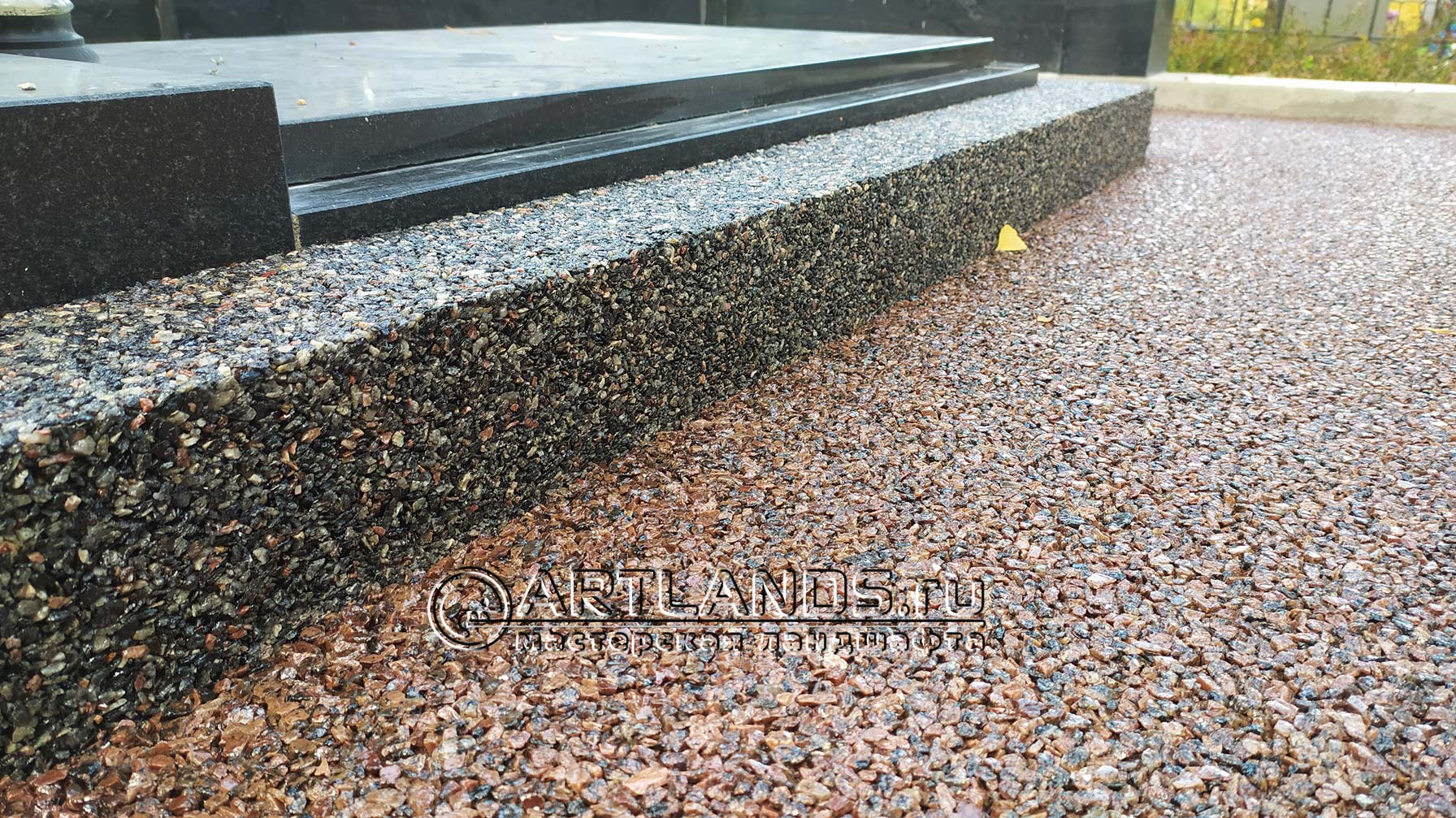 каменный ковёр из серой гранитной крошки 2