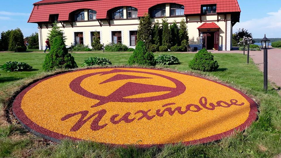 Логотип базы отдыха из цветной крошки по технологии каменный ковёр Art Gravel