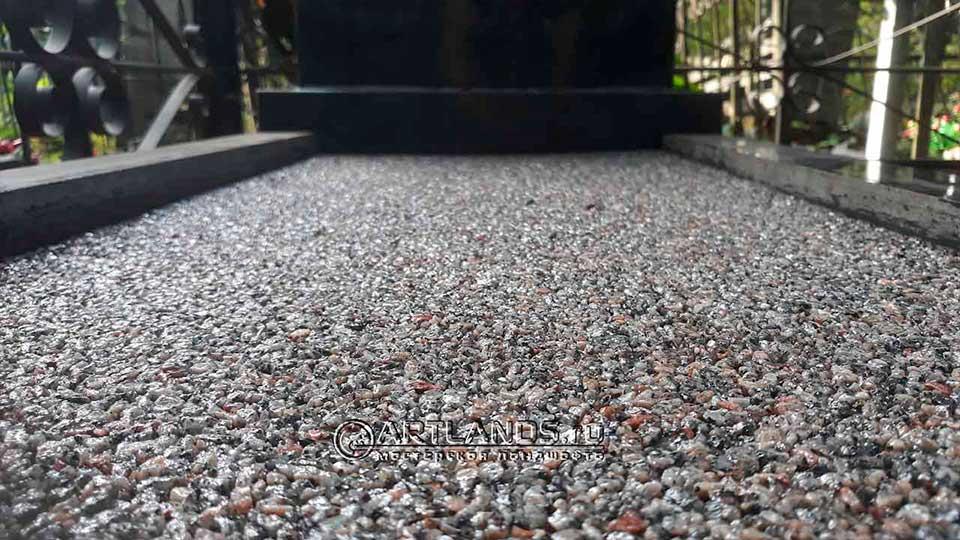 оформление цветника на могиле покрытием art gravel 3