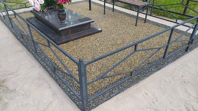 Обустройство-могилы-своими-руками-покрытием-каменный-ковёр-Art-Gravel